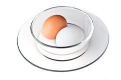Huevos en un tazón de fuente Fotografía de archivo