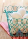 Huevos en una cesta Foto de archivo