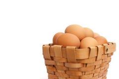 Huevos en una cesta Imagen de archivo