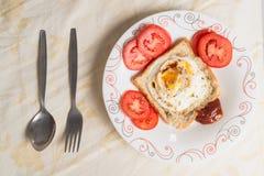 Huevos encendidos y salsa Foto de archivo