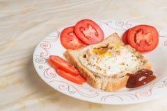 Huevos encendidos y salsa Fotos de archivo