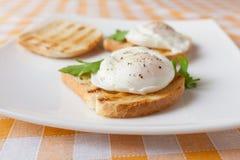 Huevos escalfados Fotos de archivo libres de regalías