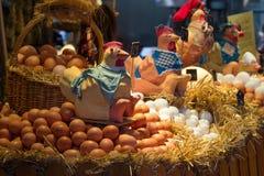 Huevos frescos para la venta en el mercado de los granjeros Imágenes de archivo libres de regalías