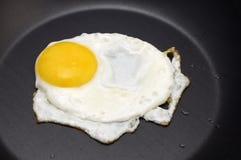 Huevos fritos fotos de archivo