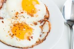 Huevos fritos. Comida simple, deliciosa, sana. imagenes de archivo