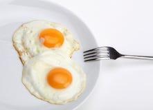 Huevos fritos con la fork Fotografía de archivo libre de regalías