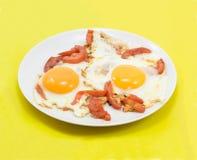 Huevos fritos con los tomates Imagen de archivo libre de regalías