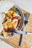 Huevos fritos con los tomates y los bocadillos 3 Fotografía de archivo