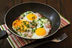 Huevos fritos con tocino Imagenes de archivo