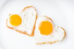 Huevos fritos del corazón Imagen de archivo libre de regalías