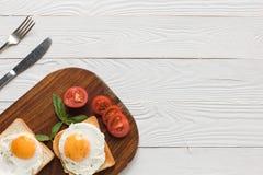Huevos fritos en tostadas Imagen de archivo libre de regalías