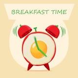 Huevos fritos y despertador Imágenes de archivo libres de regalías