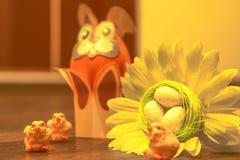 Huevos, girasol y conejito de Pascua Imagen de archivo libre de regalías