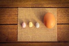 Huevos grandes y pequeños Imagen de archivo libre de regalías