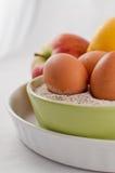 Huevos harina y frutas foto de archivo libre de regalías