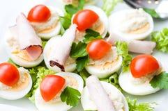 Huevos hervidos mitad. Fotografía de archivo libre de regalías