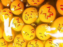 Huevos infelices con los emoticons crudos imagen de archivo