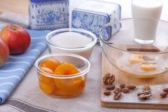 Huevos, leche, azúcar, harina Imagen de archivo libre de regalías