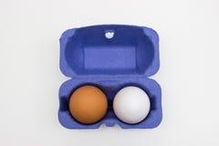 Huevos orgánicos de diversos colores fotografía de archivo