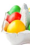 Huevos pintados coloreados en una cesta Fotos de archivo libres de regalías