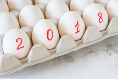 Huevos por el Año Nuevo con la inscripción 2018 Fotos de archivo