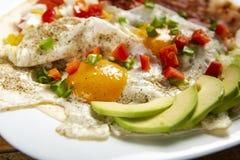 Huevos-rancheros - Eier in der Ranch lizenzfreie stockfotos