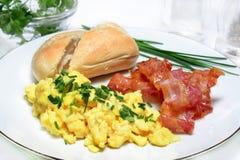 Huevos revueltos con tocino Imagen de archivo libre de regalías