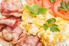 Huevos revueltos con tocino Fotografía de archivo