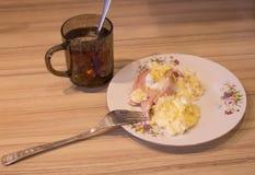 Huevos revueltos en la placa, primer Foto de archivo