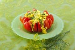 Huevos revueltos en tomate Imagen de archivo
