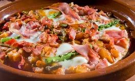 Huevos une La Flamenca - l'Espagnol a fait des oeufs cuire au four Photographie stock libre de droits