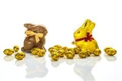 Huevos y conejitos de Pascua del chocolate Imágenes de archivo libres de regalías