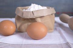 Huevos y harina Fotografía de archivo