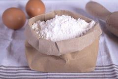 Huevos y harina Imagenes de archivo