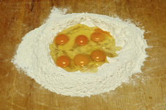 Huevos y harina Fotos de archivo