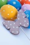 Huevos y mariposa de Pascua Fotos de archivo