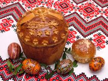 Huevos y pan de Pascua Imagen de archivo libre de regalías