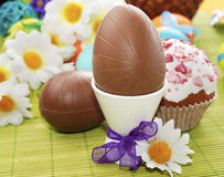 Huevos y torta de Pascua del chocolate foto de archivo libre de regalías