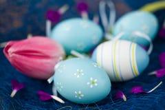 Huevos y tulipanes de Pascua Foto de archivo