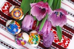 Huevos y tulipanes de Pascua Fotografía de archivo libre de regalías