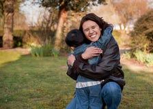 Hug da família Foto de Stock