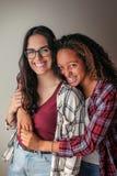 Hug dos melhores amigos Fotos de Stock Royalty Free