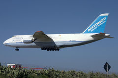 The huge Antonov An-124 landing Royalty Free Stock Photography