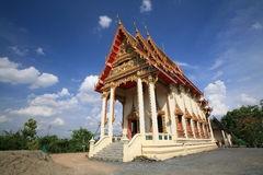 Huge Buddhist temple architecture against blue sky Royalty Free Stock Photos