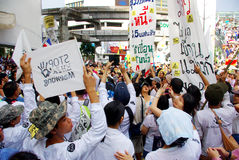 Huge crowd listen speech for against the construction of a dam in Mae Wong National Park Stock Photo