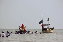 Huge Ganapati idol taken for immersion to the sea in wooden boats, Chowpatty. Mumbai Stock Image