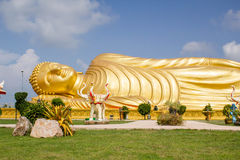 Huge golden sleeping Buddha with blue sky Royalty Free Stock Photos