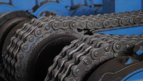 Powerful gears with a chain