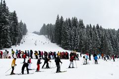 A huge queue of skiers on the ski lift on the background of the ski slopes. Bulgaria, Bansko-03 January 2011 royalty free stock photos