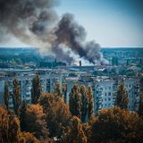 Huge and terrible fire in the bedroom neighborhood of the city stock photography